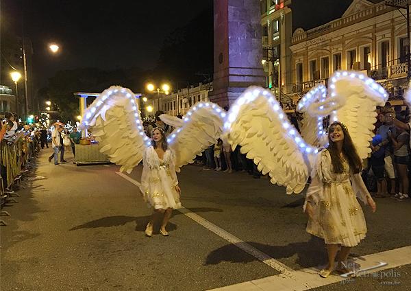 Foto 4 Anjos com asas iluminadas
