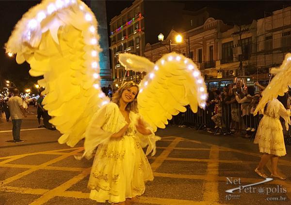 Foto 5 Anjos com asas iluminadas